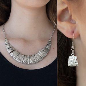 ❤️Metallic Mechanics - Silver Necklace Set